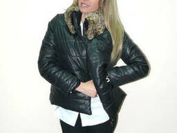 Молодежная демисезонная куртка с меховым воротом из новой ко
