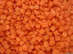 Морковка кубик 10х10мм замороженная в мешках по 25кг.