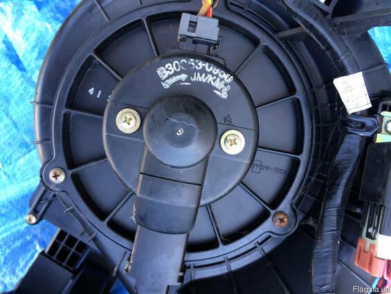 Мотор вентилятора 97113-2E300 на Kia Sportage 04-09 (Киа Спо