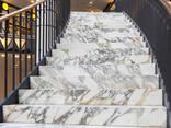 Мраморные ступени. Лестница в мраморе, граните. - фото 1
