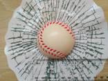 Наклейка на авто Мяч Бейсбольный в окне авто наклейка прикол - фото 3