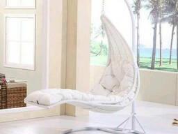 Садове крісло лежак гойдалка з ротангу