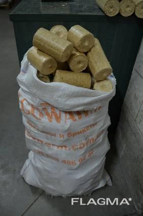 Nestro брикет из древесины в термопленке по 35 кг