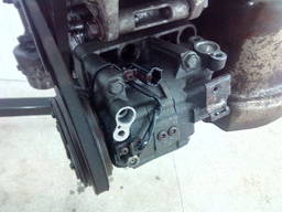 Nissan X-Trail компрессор кондиционера YD22ETI 92600-5M301