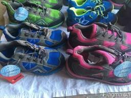 Новая обувь. Подростковый спорт по 13 евро/пара.
