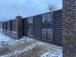 Забор жалюзи Лего з декором, ворота откатные, калитка.