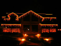 Новогоднее оформление домов и ресторанов