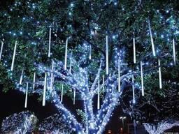 Новогоднее украшение деревьев, праздничная иллюминация