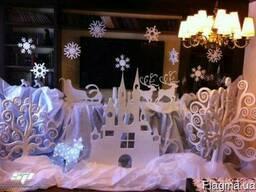 Новогодний декор, оформление витрин (снежинки, елки, снеговик)