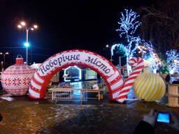 Новорічні надувні декорації пневмо арка производство
