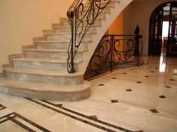 Облицовка лестниц натуральным камнем в Одессе