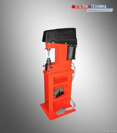 Пневматический клепальный станок для клепки тормозных колодо