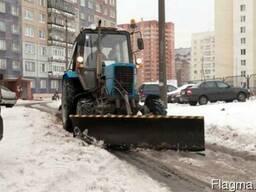Очистка территории от снега в Киеве