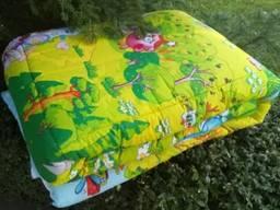 Одеяло ватное полушерстяное полуторное. Ткань верха: бязь Наполнение: ватин, полушерсть