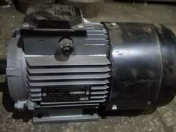 Однофазный двигатель (электродвигатель, електродвигун, двигу