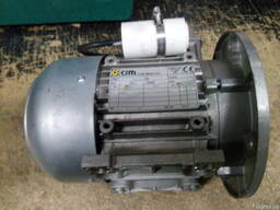 Однофазные 220В., Электродвигатели Асинхронные - Италия