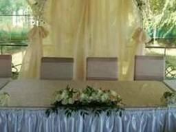 Оформление зала на свадьбу, прокат арки, банты на стулья
