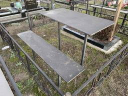 Столы и лавки на кладбище