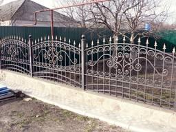 Ограды, заборы.