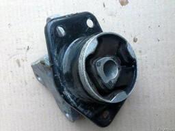 Опора двигателя левая MR961613 на Mitsubishi Colt 04-12 (Мит
