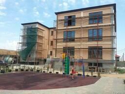 Отделка фасада короедом и мраморной штукатуркой в Феодосии - фото 2
