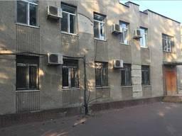 Отдельно стоящее двух этажное здание в центре города