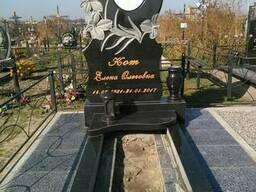 Памятник гранитный Лилии