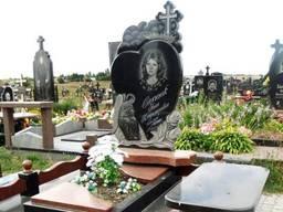 Памятники и надгробные плиты