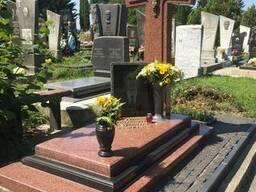Памятники з червоного граніту в Рівне. Памятники из красного