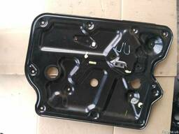 Панель двери передней правой (внутренняя) 80774-CA000 на Nis