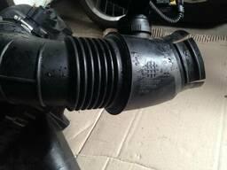 Патрубок воздушного фильтра 55561787 Opel Insignia