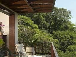 Пергола деревянная над балконом
