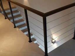 Перила и ограждения с тросами для лестничных маршей и балкон
