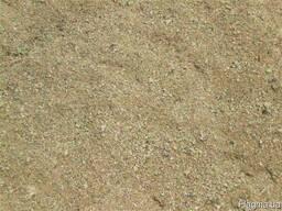 Песок речной вагонами.