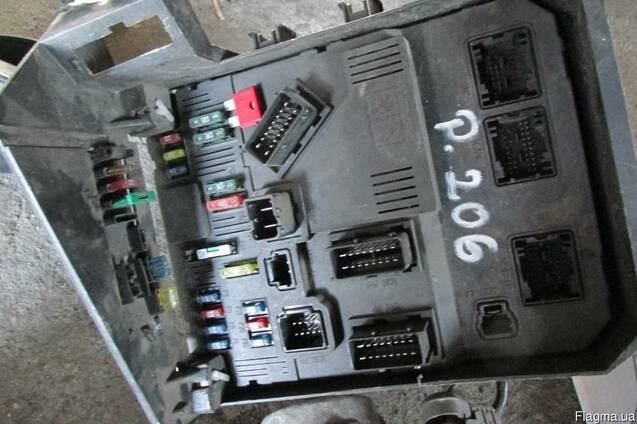 Peugeot 206 CC 2000-2007 Блок предохранителей разборка б\у
