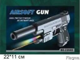 Пистолет с пулями в коробке