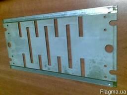 Пластины и изоляторы на ящики сопротивлений.