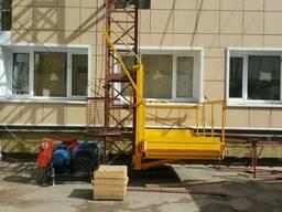 Грузоподъемник приставного типа строительный
