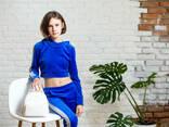 Подростковый спортивный костюм с укороченной кофтой худи для девочки синего цвета - фото 4