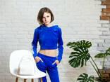 Подростковый спортивный костюм с укороченной кофтой худи для девочки синего цвета - фото 5