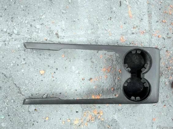 Подстаканник 84630-3E5009W на Kia Sorento 06-09 (Киа Соренто