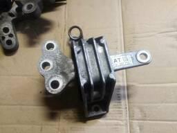 Подушка крепление двигателя 13227712 AT Opel Insignia