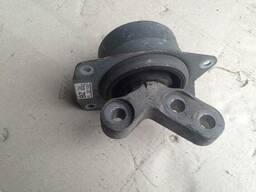 Подушка крепление двигателя 13227729 BZ Opel Insignia