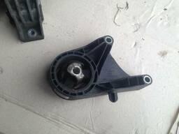 Подушка крепление двигателя КПП 13227767 BL Opel Insignia