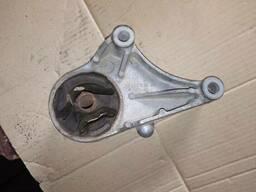 Подушка крепление двигателя КПП Opel Zafira B Astra H. ..