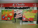 Поклейка вітрин магазинів - фото 2