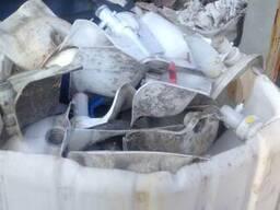 Отходы канистр и баков полипропиленовые , полиэтиленовые.