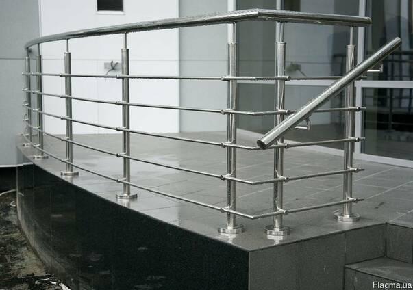 Поручни, перила, лестницы с нержавейки и простого метала.