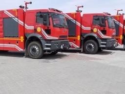 Пожежний автомобіль з лафетним стволом