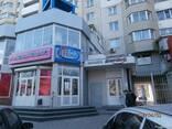 Предлагается на продажу торгово-офисное помещение в центре.